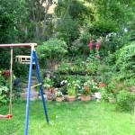 Eine Schaukel im Garten