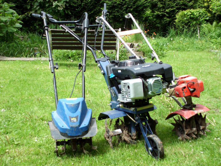 Motorhacke im Garten
